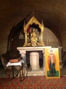 Reliquaire de St Hilaire dans la crypte de la basilique