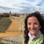 Solenn sur le chemin de Compostelle en octobre 2020, sur le pont de Hospital de Orbigo
